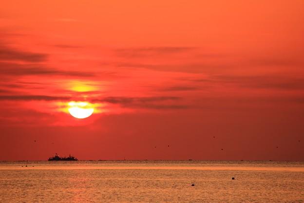 今日の朝景:朝日と雲
