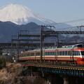 写真: 富士山とロマンスカー