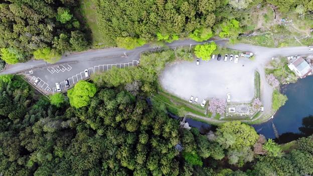 山の駐車場上空
