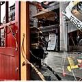 写真: 赤いドアの店