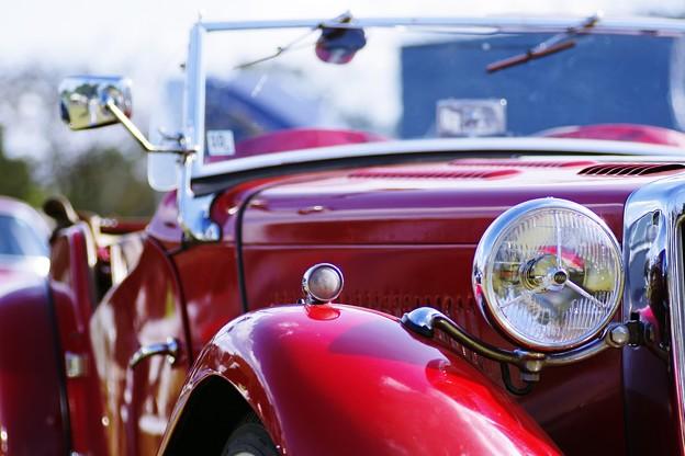 真っ赤なクラシックカー