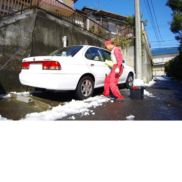 写真: 洗車中