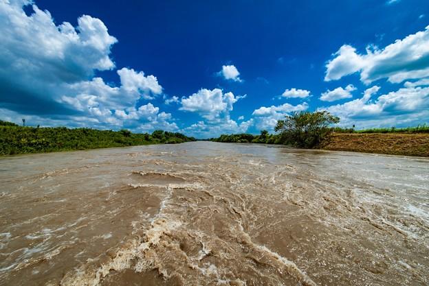 台風12号で荒れる荒川@桶川