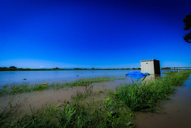 写真: 水没したグラウンド@桶川
