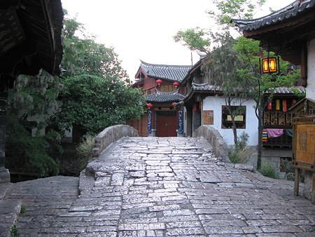 08.04.25 夜明の麗江古城 橋