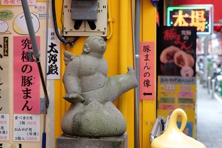 2015.10.02 横浜中華街 豚まんの像