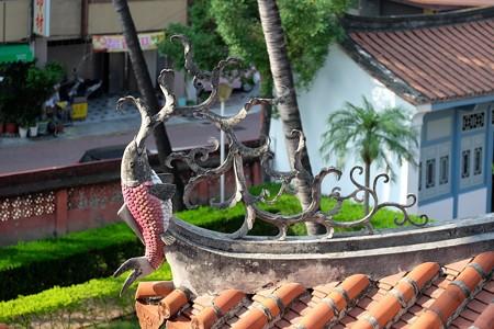 2015.11.09 台南 赤嵌楼 屋根の鯉飾