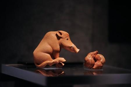 2018.03.16 東京博物館 根付 高円宮コレクション 猪、うりぼう 1991 ニック・ラム