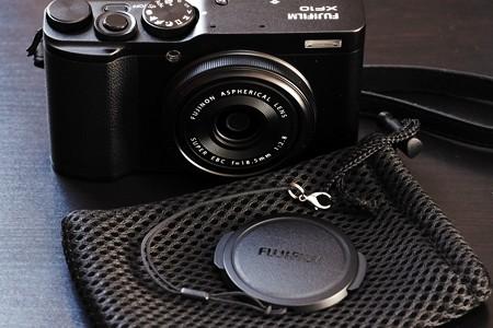 2018.12.07 机 XF10 Lens Cap紐にカニカン