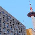 写真: 新阪急ホテルと京都タワー