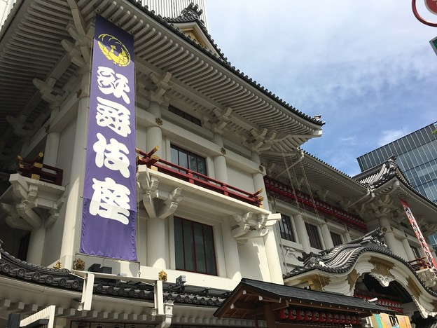 隈研吾が作成した5代目歌舞伎座は唐破風、千鳥破風を再現