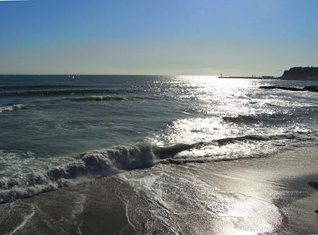 秋の日の光る海・・・・