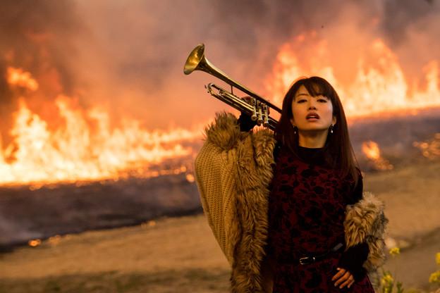 写真: 燃ゆる