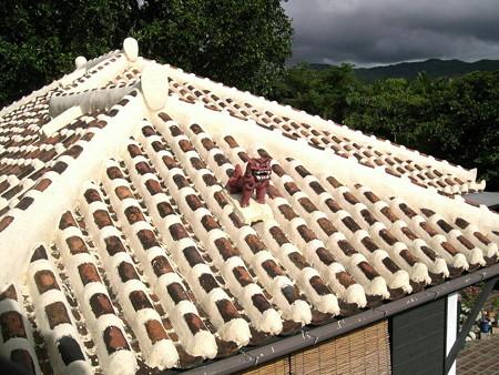 040727-27屋根のシーサー2
