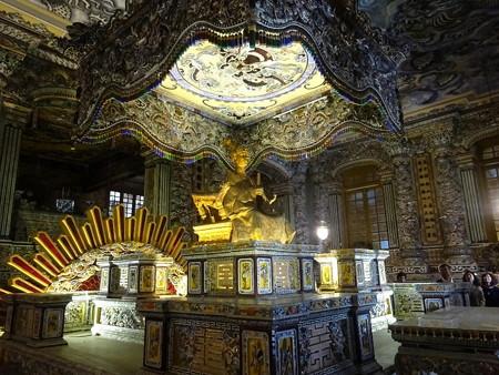 180325-45カイディン帝の黄金の像