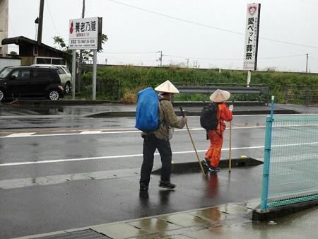 180424-22雨のお遍路さん