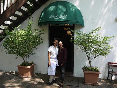 190223-16レストラン入口で