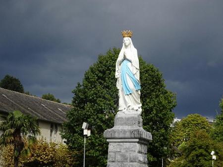 郵便組織のマリア像