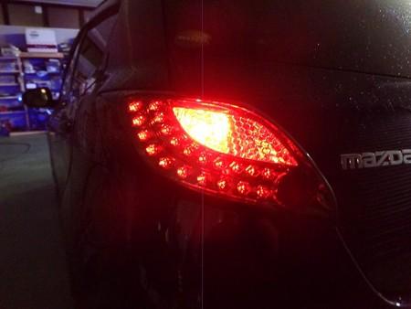 デミオ 埼玉県 リアウインカー2色LED レッド