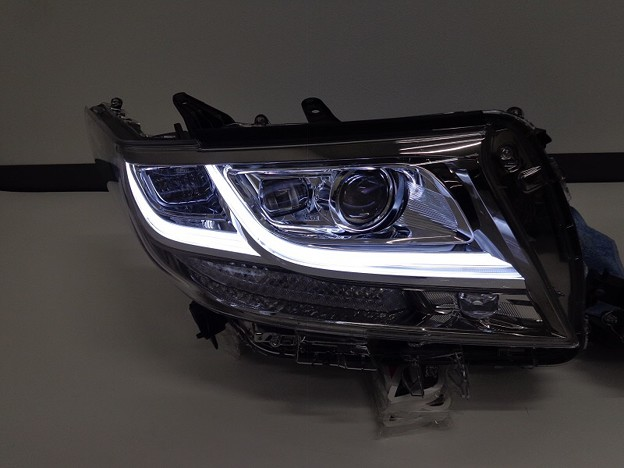 写真: アルファード30 大阪府 ヘッドライト加工 246発LED加工