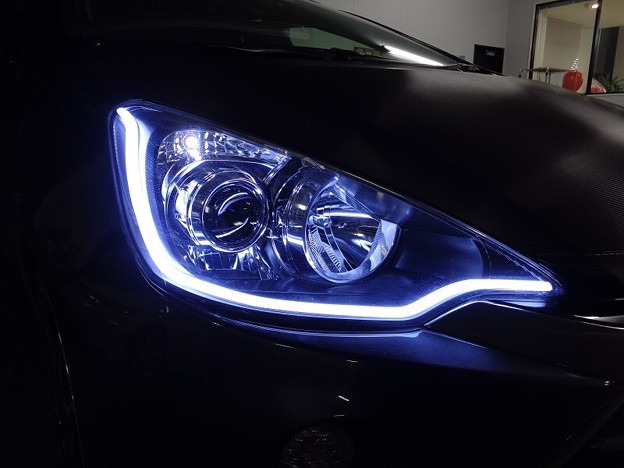 写真: トヨタAQUA 岩手県 NEWアウディ風LED取付 ホワイト