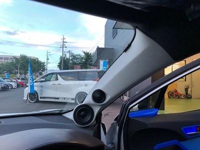 AQUAデモカー C-HR ピラー