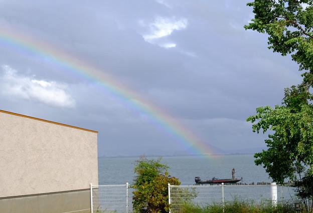 虹と釣り人