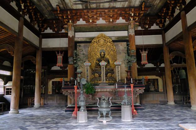 12仏殿内