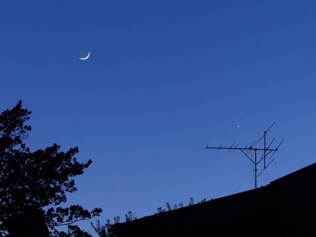 月齢2.3の極細の月と金星