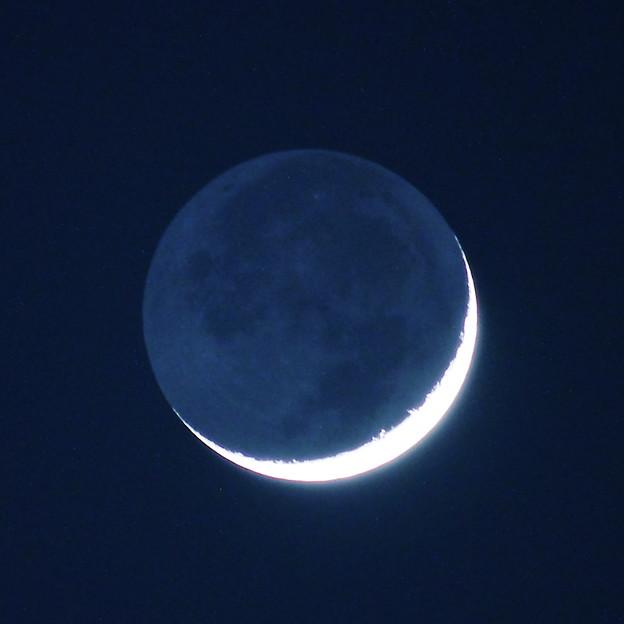 月齢2.3 地球照をともなった細い月