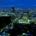 写真: ブルー&グリーン・小石川後楽園、新宿方向