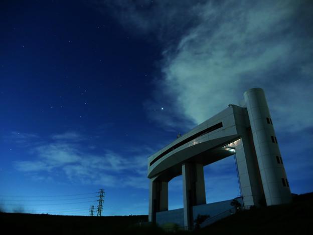 朝霞水門と木星、さそり座