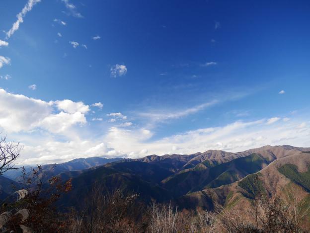 秋空と東京の山々