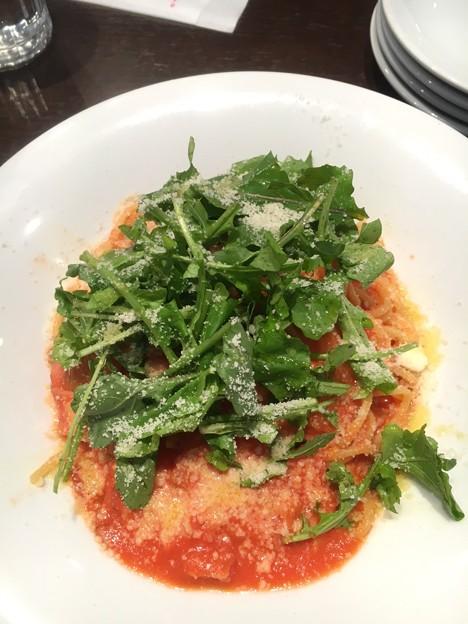 ベーコンとルッコラのトマトソーススパゲッティ