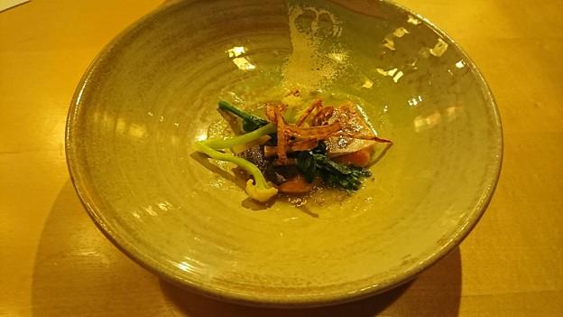 桜マスの西京焼き 新玉葱と山椒のソース