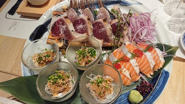 八海山サーモンの筋子乗せ・鰹塩たたき・アジ胡麻和え海鮮三種盛り