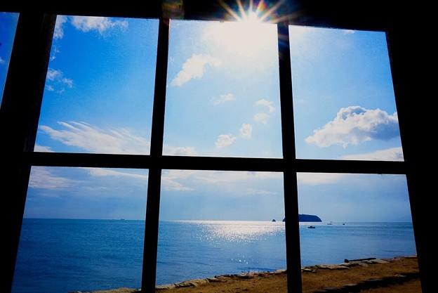 窓越しの眺め