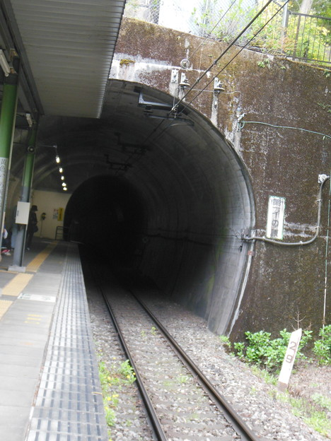 Photos: 霧降高原・龍王峡11 ホームは半ばトンネルの中
