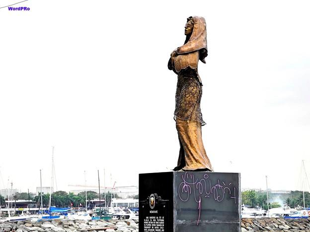 写真: マニラ湾今日の慰安婦