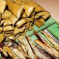 写真: もち米のお菓子