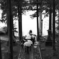 写真: 芦ノ湖を背にツーショット♪