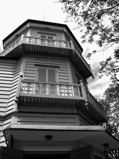 写真: 建物を1周するベランダ