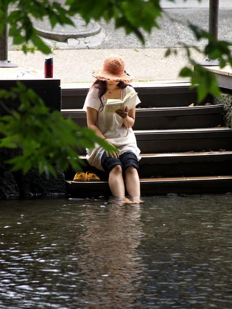 水辺で読書 type-a