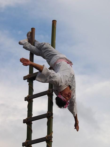 夏の夕暮れの梯子乗り -a