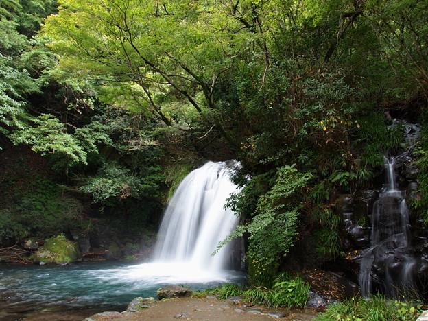 秋の日の初景滝