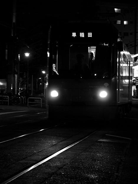 秋の夜を走り抜ける都電