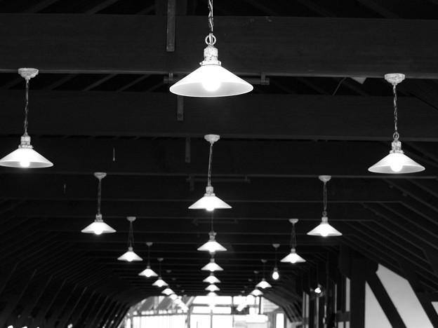プラットホームの灯火