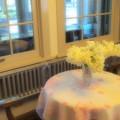 Photos: 明かり灯るフロアと窓の外