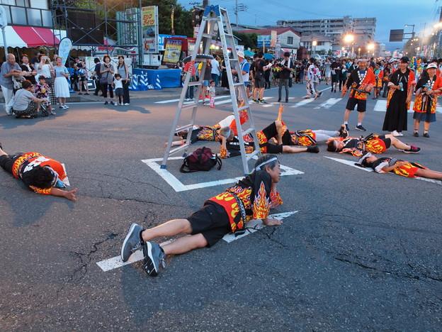 Photos: 交差点を占拠