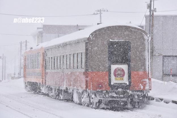 152レ(ストーブ列車2号) 津軽21-104+オハ462
